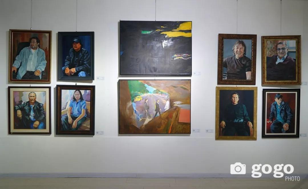 传奇摇滚乐队、流行歌手、艺术家肖像画展在蒙古国开幕 第10张