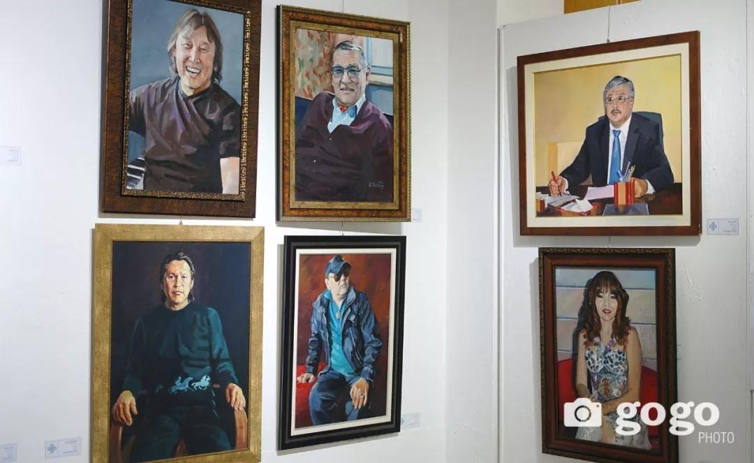 传奇摇滚乐队、流行歌手、艺术家肖像画展在蒙古国开幕20180531_081545_009.jpg