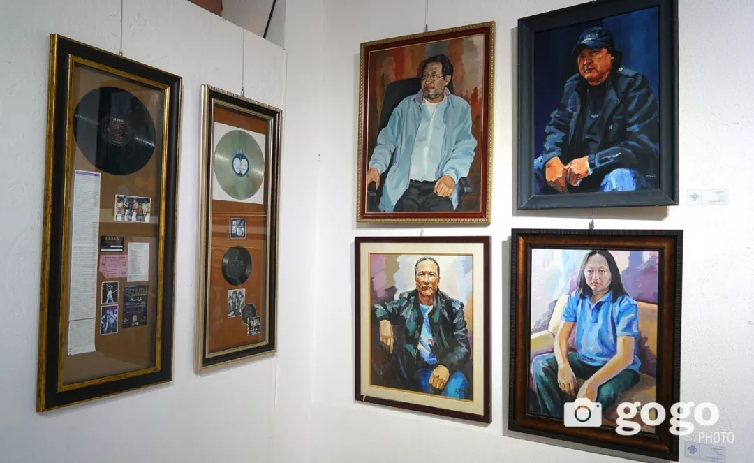 传奇摇滚乐队、流行歌手、艺术家肖像画展在蒙古国开幕 第16张