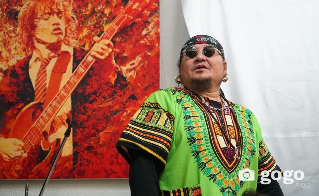 传奇摇滚乐队、流行歌手、艺术家肖像画展在蒙古国开幕20180531_081545_032.jpg