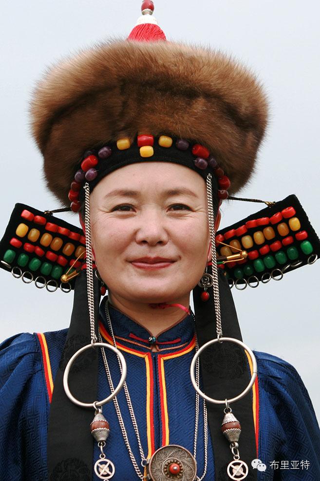 布里亚特蒙古族服装中的线形艺术设计探微 第2张