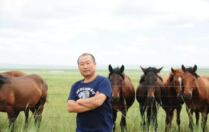 【蒙古影像】一位蒙古族画家 用油画记录蒙古的风土人情 第2张