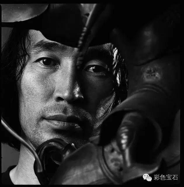 蒙古裔雕塑家Dashi Namdakov的图腾首饰 第1张