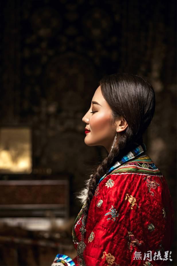 穿蒙古服饰的姑娘,太美了....