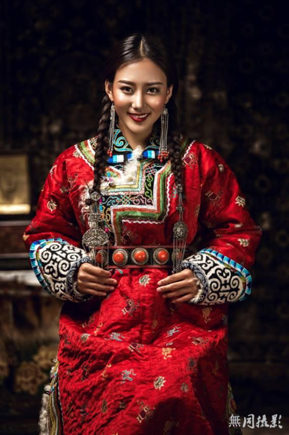 穿蒙古服饰的姑娘,太美了.... 第2张