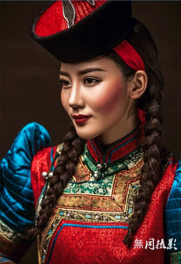 穿蒙古服饰的姑娘,太美了.... 第3张