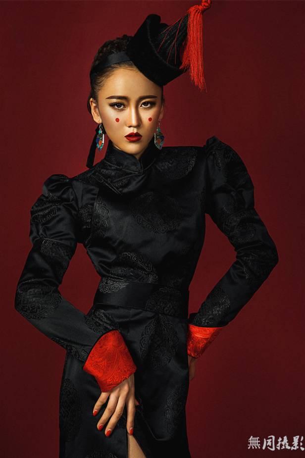 穿蒙古服饰的姑娘,太美了.... 第12张