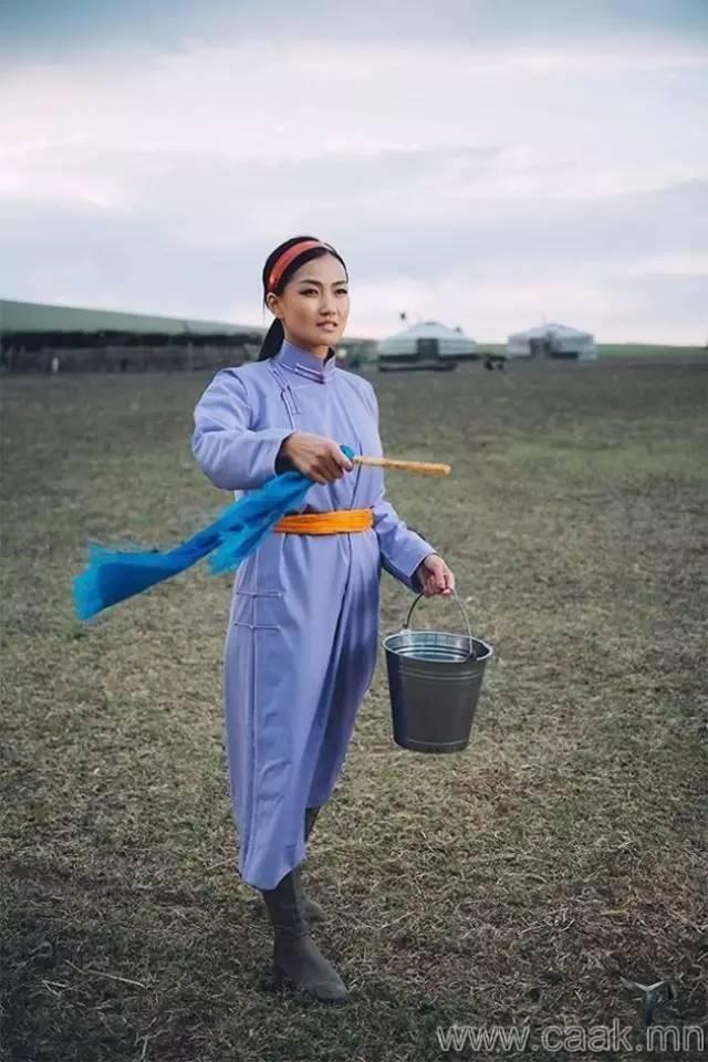 美丽的蒙古女孩 漂亮的蒙古服饰 第1张