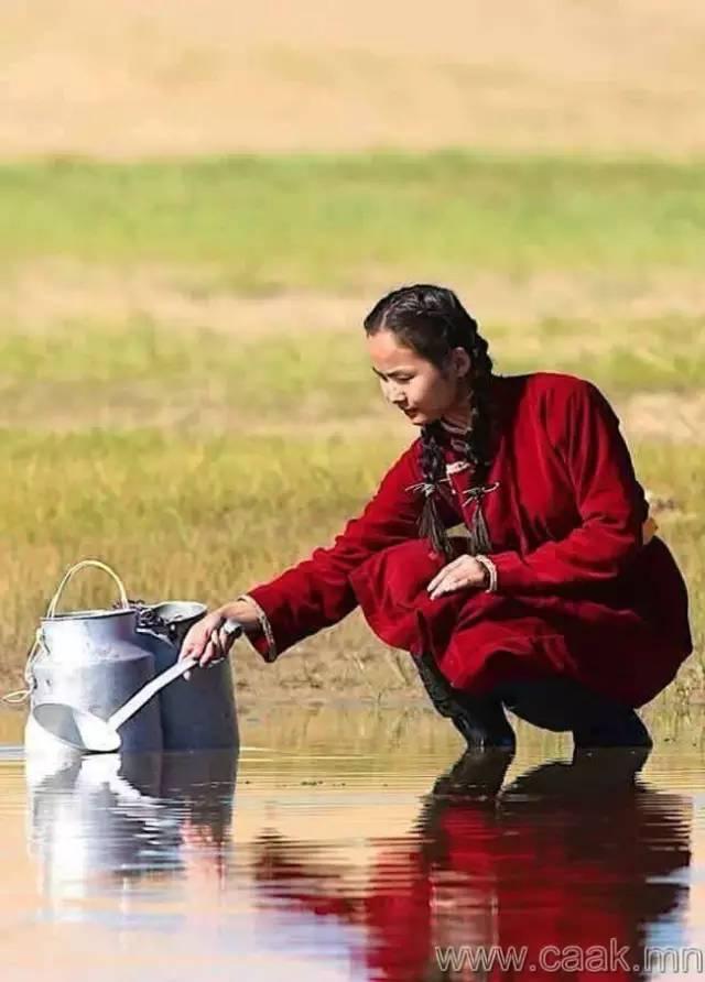 美丽的蒙古女孩 漂亮的蒙古服饰 第2张