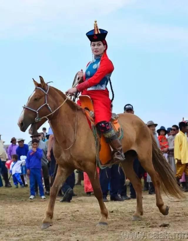 美丽的蒙古女孩 漂亮的蒙古服饰 第7张