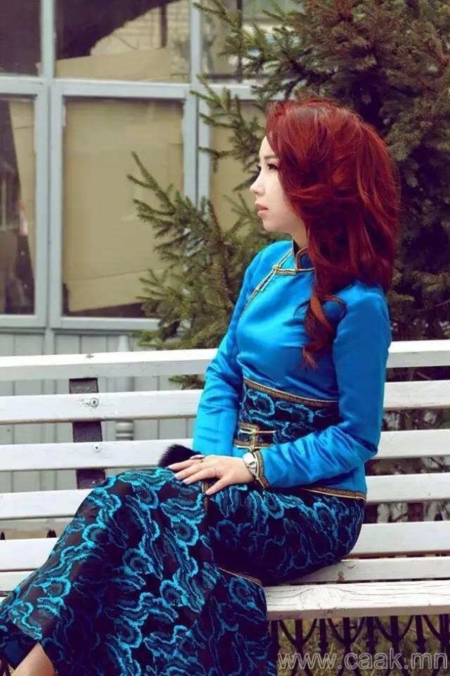 美丽的蒙古女孩 漂亮的蒙古服饰 第3张