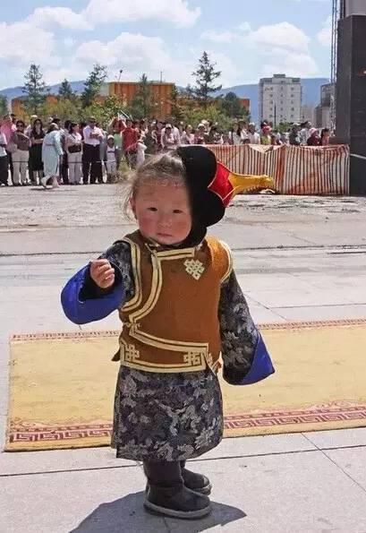 【蒙古服装】儿童蒙古服装展示,非常漂亮! 第9张