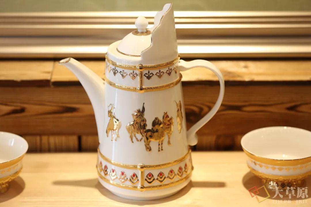 蒙古族特色瓷器如何兼具功能性和审美性?听设计师细细道来 第7张