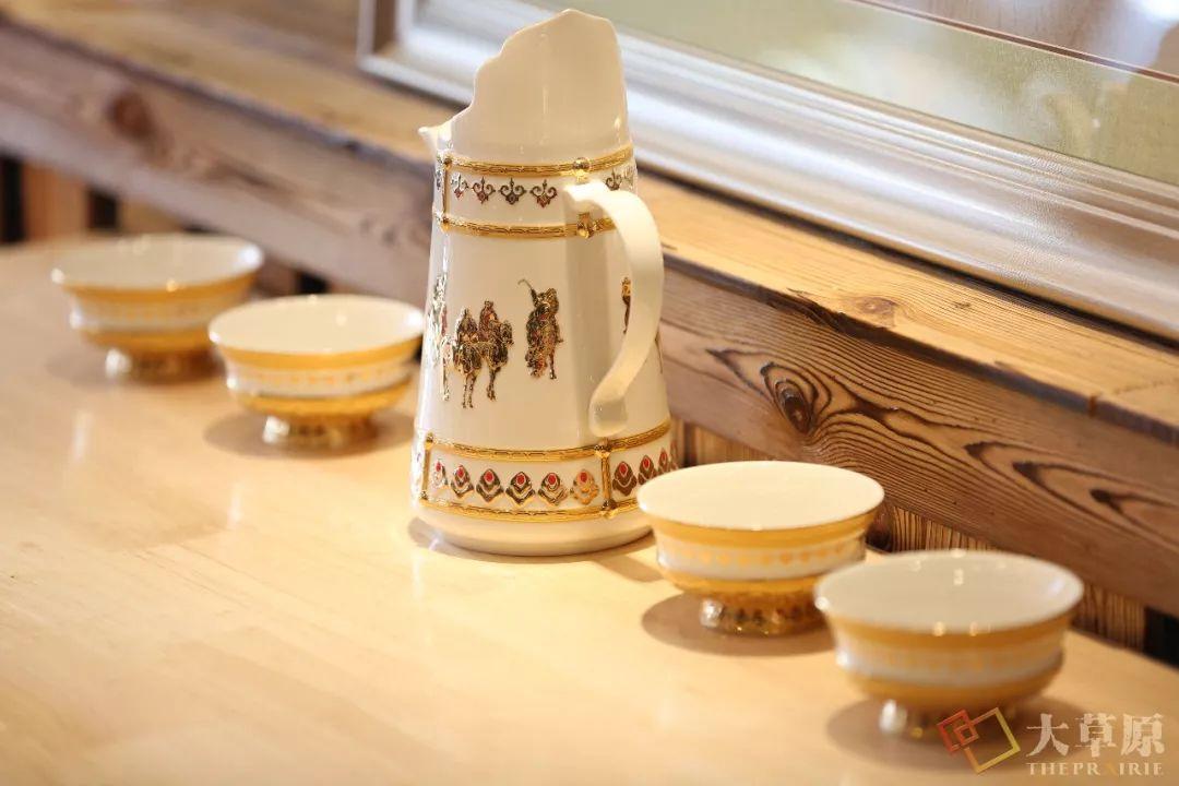 蒙古族特色瓷器如何兼具功能性和审美性?听设计师细细道来 第8张