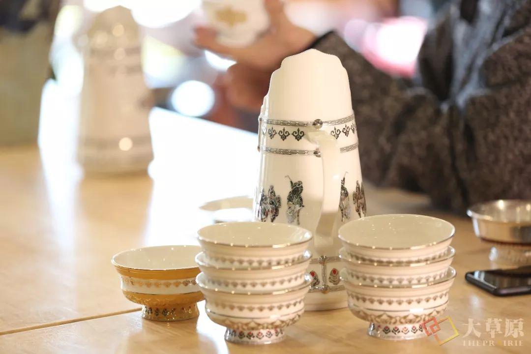 蒙古族特色瓷器如何兼具功能性和审美性?听设计师细细道来 第10张