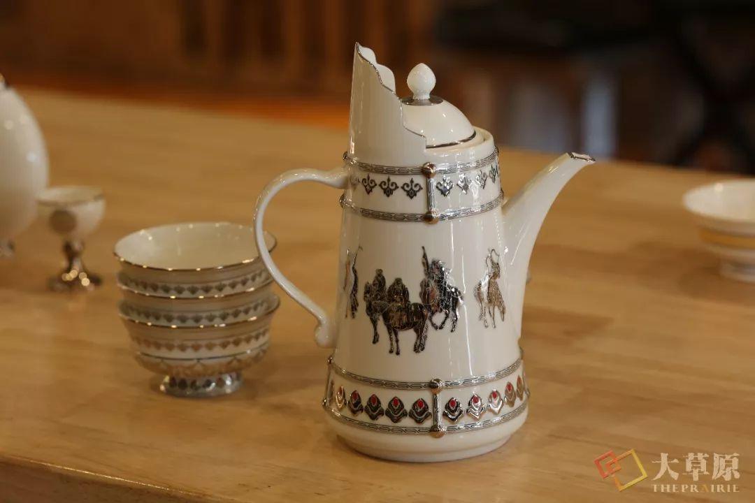 蒙古族特色瓷器如何兼具功能性和审美性?听设计师细细道来 第9张