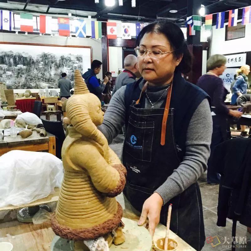 没有草稿一次成型,追求工匠精神的她将生命的活力注入蒙古特色陶艺作品中 第3张