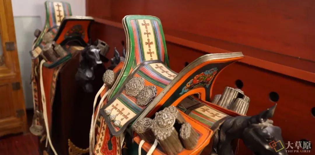马鞍子对于蒙古男人来说,就像头饰对于蒙古女人一样重要 第7张