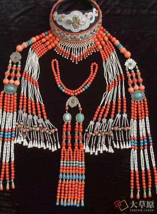 原来蒙古族妇女的头饰,就是蒙古族女人的一生 第5张