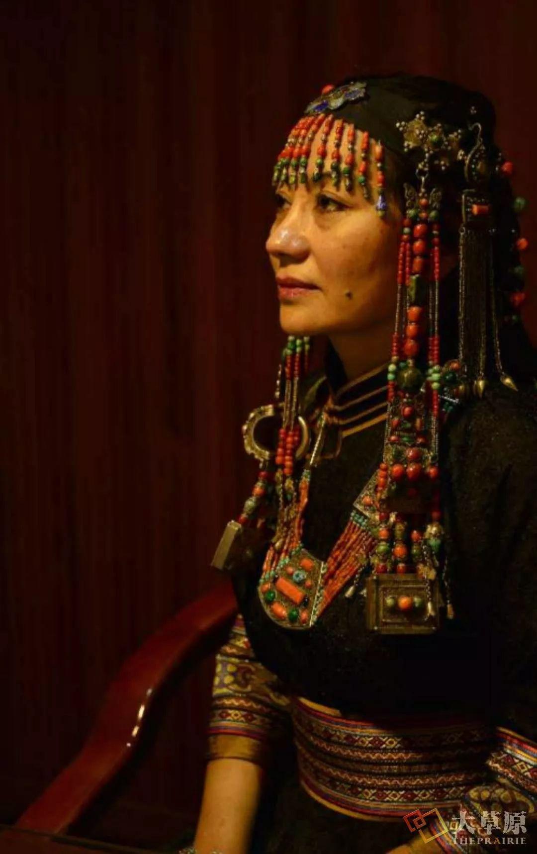 原来蒙古族妇女的头饰,就是蒙古族女人的一生 第6张