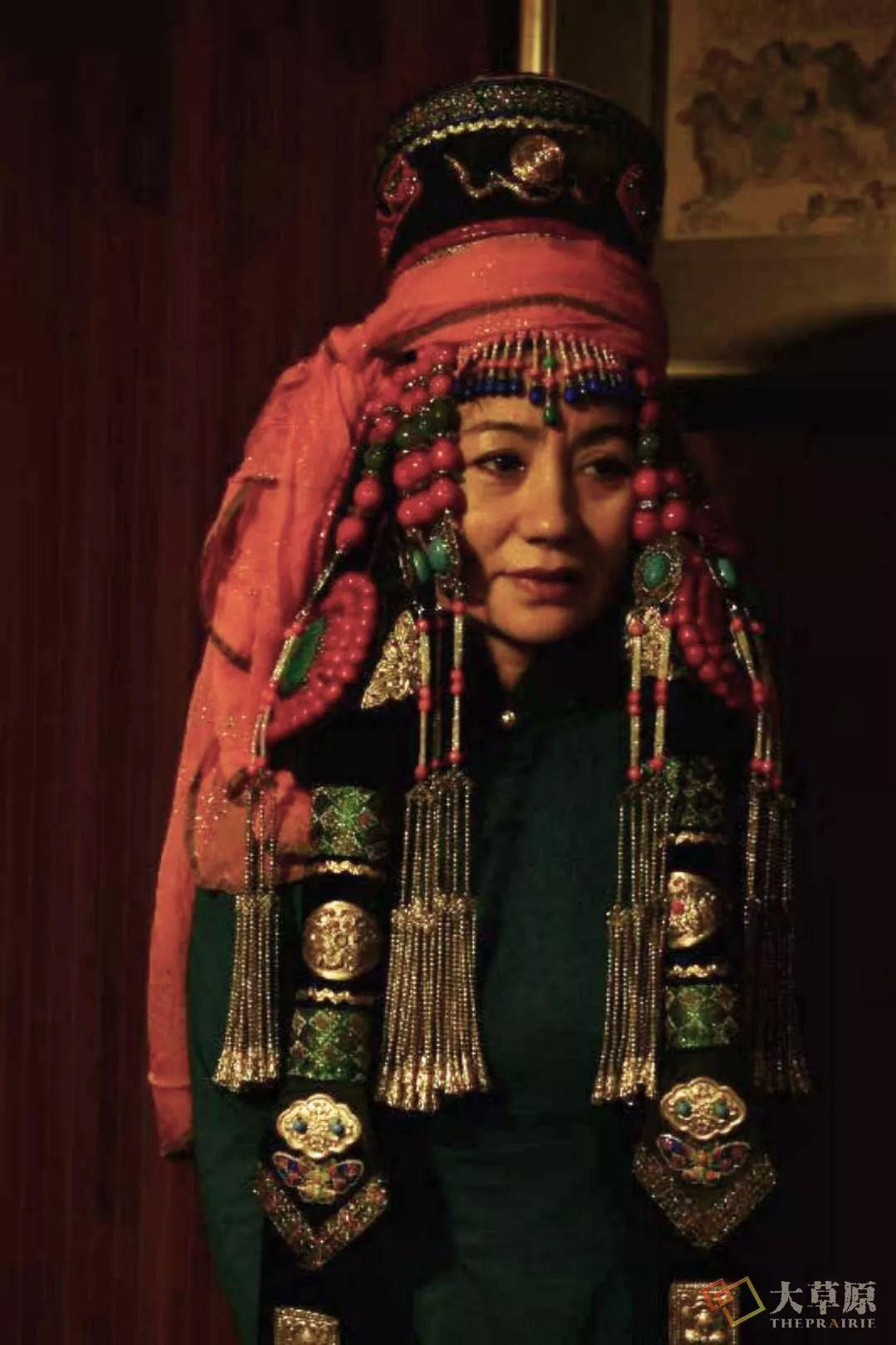 原来蒙古族妇女的头饰,就是蒙古族女人的一生 第7张