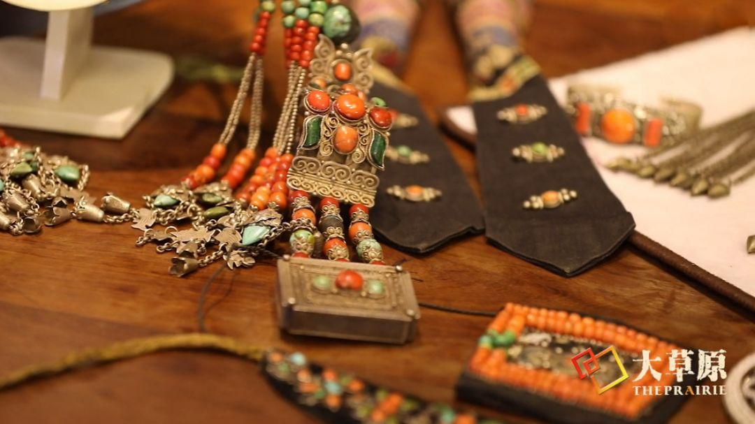 原来蒙古族妇女的头饰,就是蒙古族女人的一生 第14张