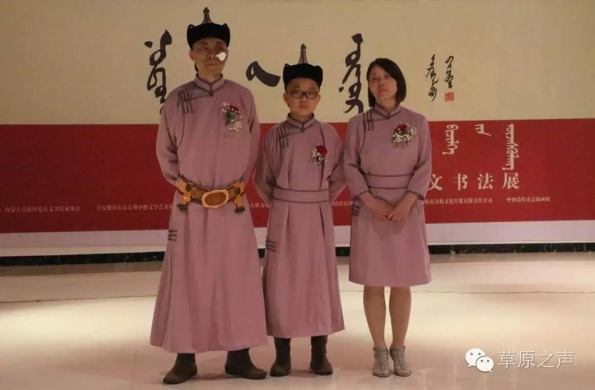 青年书法家乌恩《故乡情》蒙古文书法展在呼和浩特开展 第5张