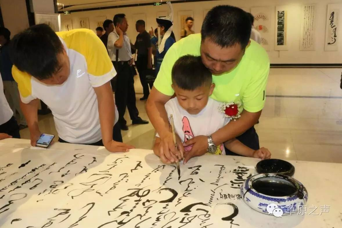 青年书法家乌恩《故乡情》蒙古文书法展在呼和浩特开展 第11张