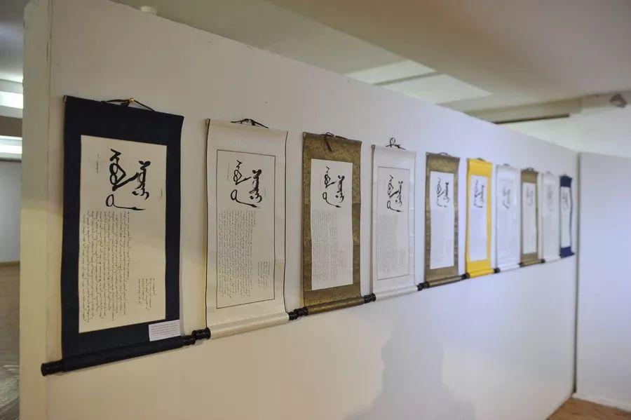【草原文明】第21届蒙古国最佳旧蒙文书法家评选出炉 第1张