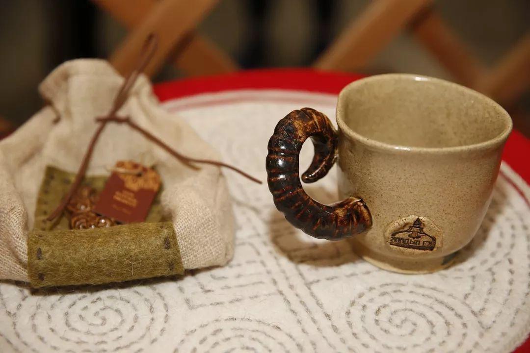 蒙古国设计的蒙古包家具和用品,太漂亮了~ 第6张