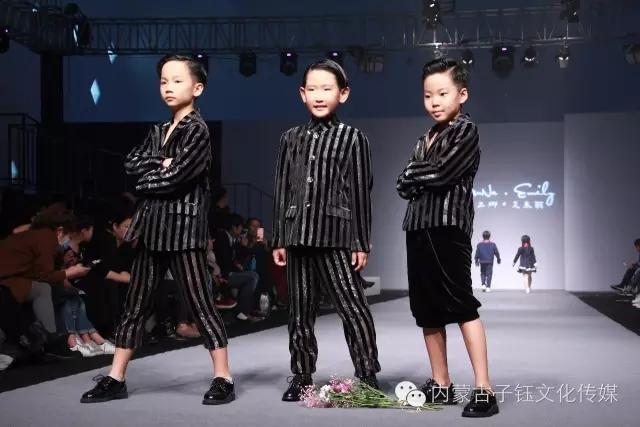 蒙古族孩子时装 第10张
