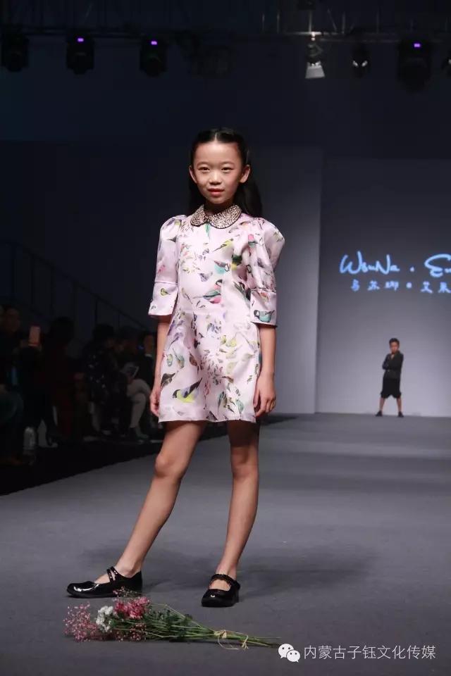 蒙古族孩子时装 第14张