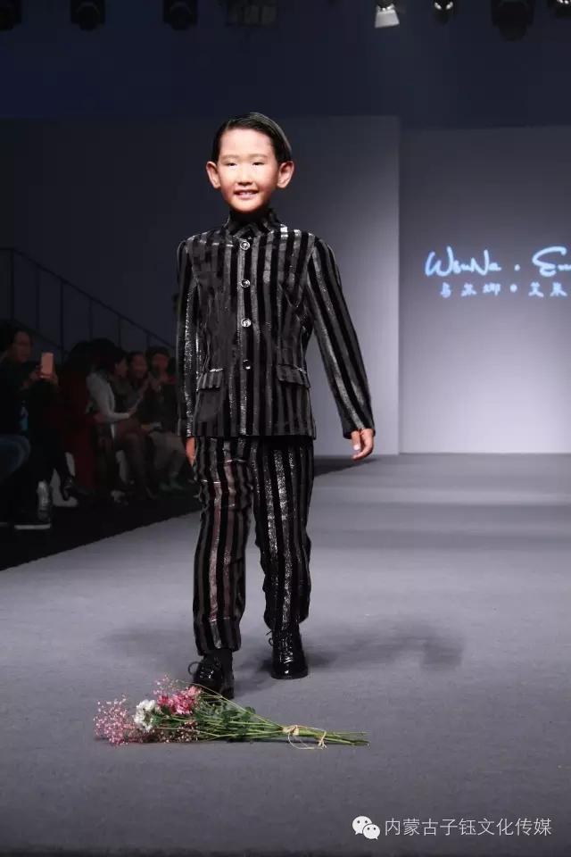 蒙古族孩子时装 第17张