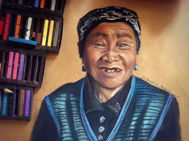 蒙古族美女阿紫亚为额吉绘画的过程,真心了不起 第3张