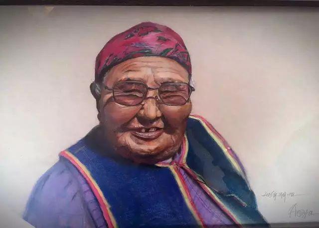 蒙古族美女阿紫亚为额吉绘画的过程,真心了不起 第7张