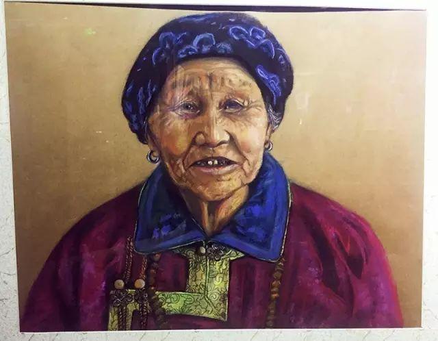 蒙古族美女阿紫亚为额吉绘画的过程,真心了不起 第10张