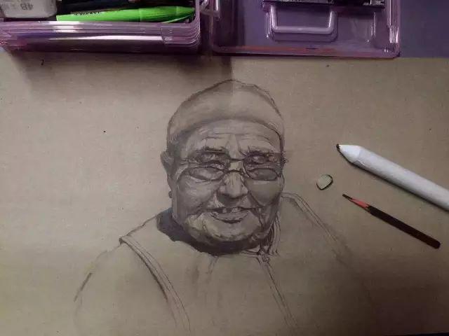 蒙古族美女阿紫亚为额吉绘画的过程,真心了不起 第8张