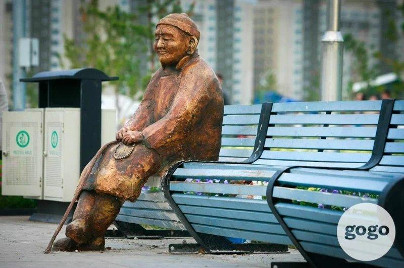 【走进蒙古】乌兰巴托公园里的那些有趣的雕塑雕像