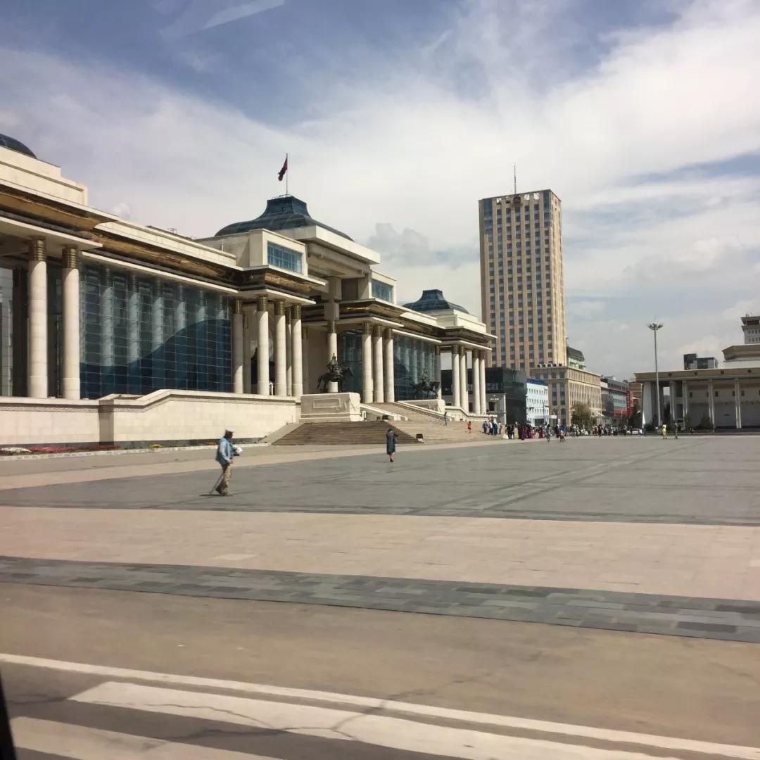 为了你的一本书,我们飞到蒙古去见九位艺术家 第4张