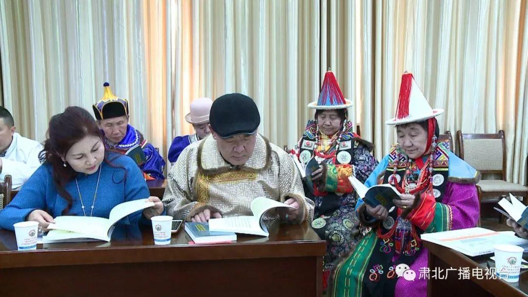 献礼母语日 |《肃北蒙古族风俗》《母语·蒙古书法》出版发行 第15张