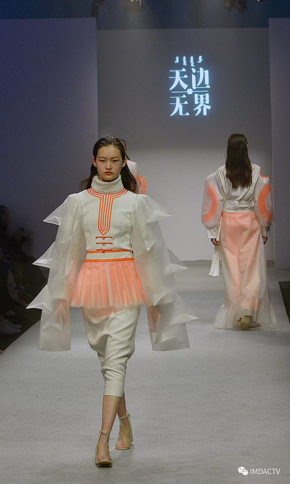 """""""天边·无界""""内蒙古师范大学国际设计艺术学院2019届毕业设计在上海国际服装文化节发布 第9张"""