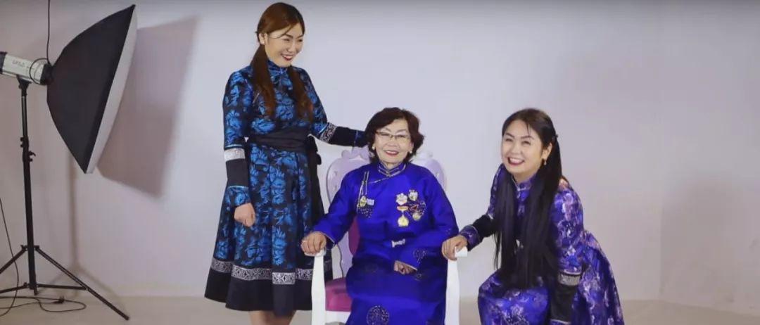 美女图门乌力吉经典《Hatan goo ijii》唱给母亲的歌 第1张