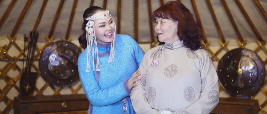 美女图门乌力吉经典《Hatan goo ijii》唱给母亲的歌 第2张