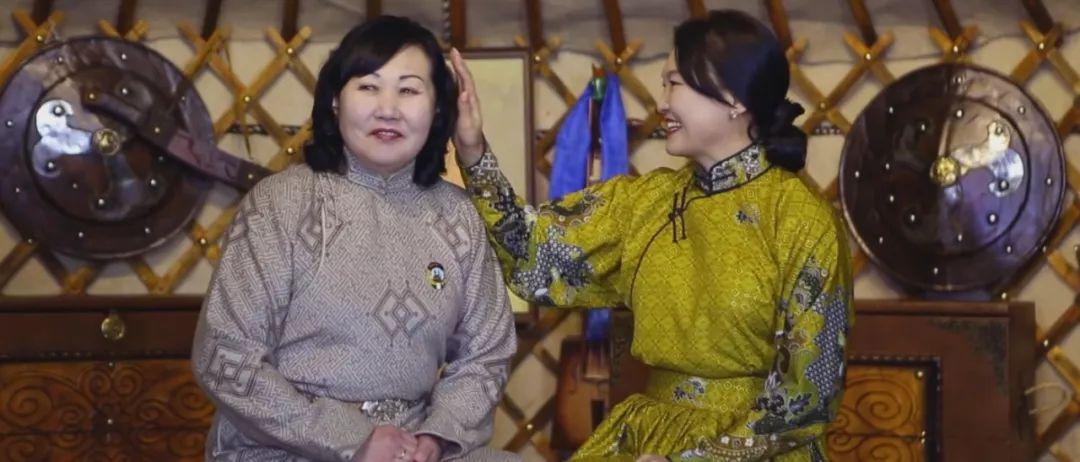 美女图门乌力吉经典《Hatan goo ijii》唱给母亲的歌 第3张