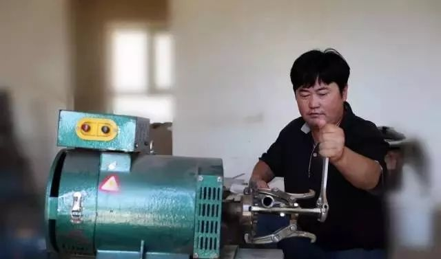 【蒙古达人】蒙古族同胞发明了田间塑料残膜回收机 第1张