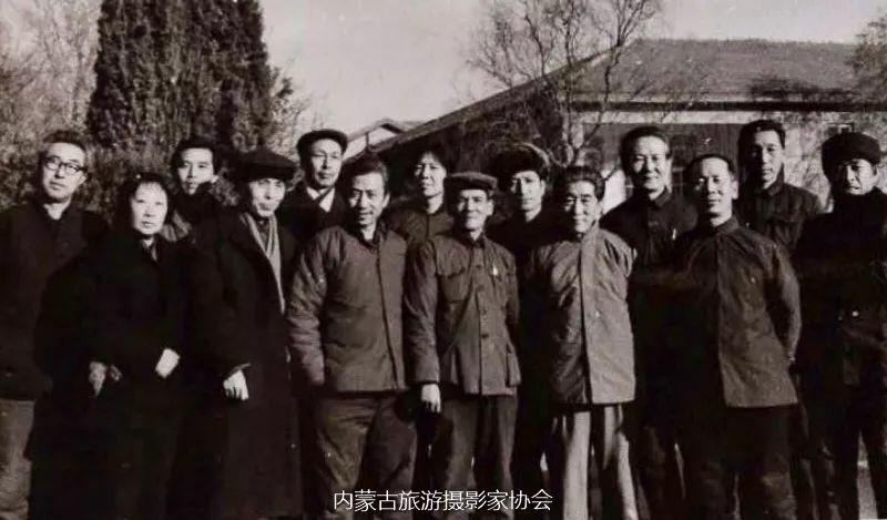 额博丨忆《内蒙古画报》及内蒙古美术摄影创始人尹瘦石先生 第11张