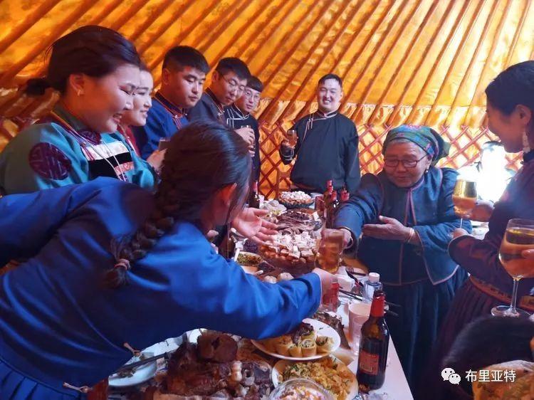 【蒙古影像】今夏的布里亚特传统婚礼拉开帷幕 第15张
