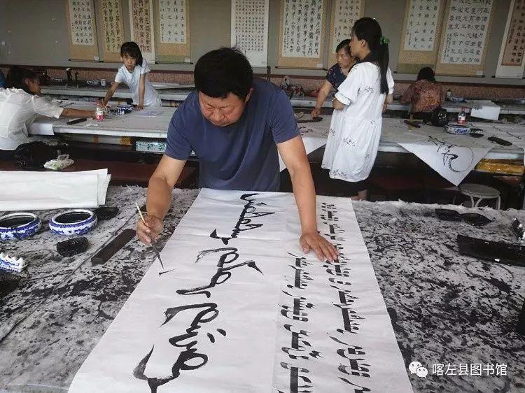 喀喇沁蒙古文书法培训基地举办 蒙古文书法进校园活动 第3张