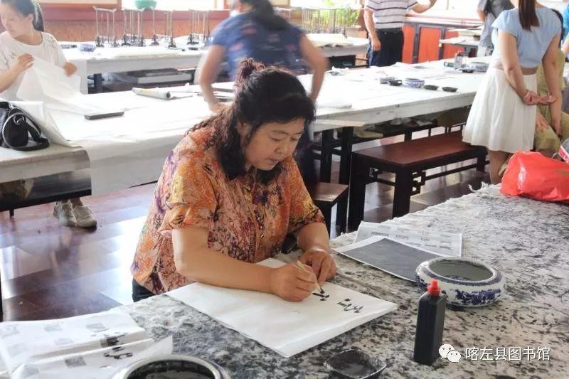喀喇沁蒙古文书法培训基地举办 蒙古文书法进校园活动 第4张