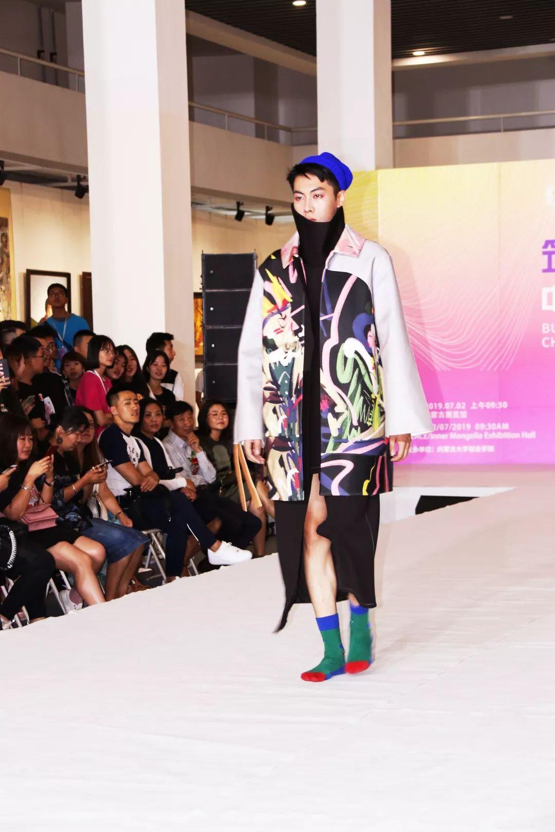 内蒙古大学创业学院与蒙古国高校联合举办设计艺术展 第4张